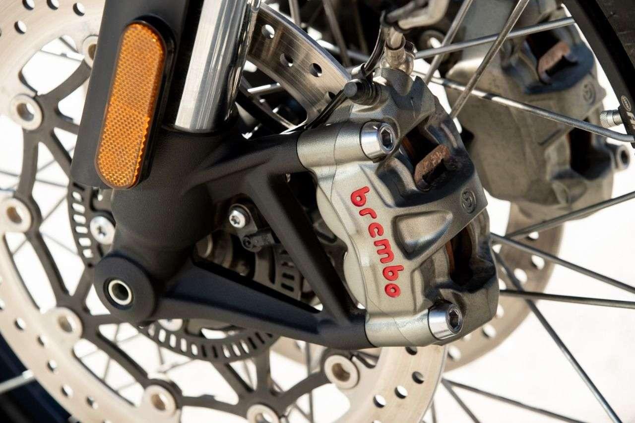 ...und an der XE auch eine Brembo-MCS-Bremspumpe.
