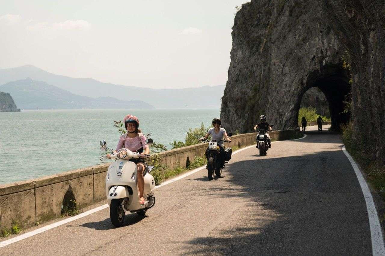 Unterwegs mit unterschiedlichen Achtelliter-Bikes und -Rollern – die Sweet Sixteen Tour von Uli Brée und Familie.