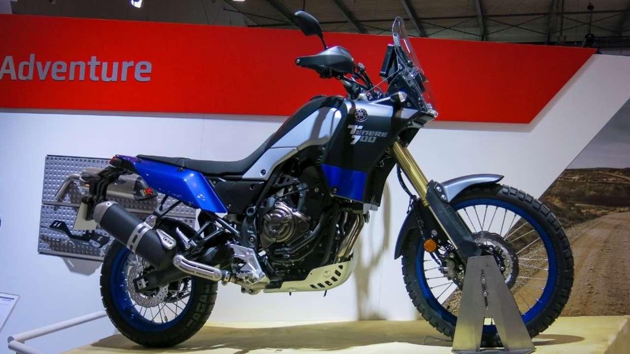 Den Rundgang beenden wir bei Yamaha. Hier steht einmal mehr die Ténéré 700 im Fokus, diesmal allerdings (endlich) in der Serienversion. Sieht sehr spartanisch aus, aber das ist natürlich volle Absicht: Hier soll Abenteuergeist kultiviert werden! Leider schlechte Nachricht: Bis das geländeaffine Zweizylinderbike zu den Händlern rollt, wird der Sommer 2019 schon vorbei sein.
