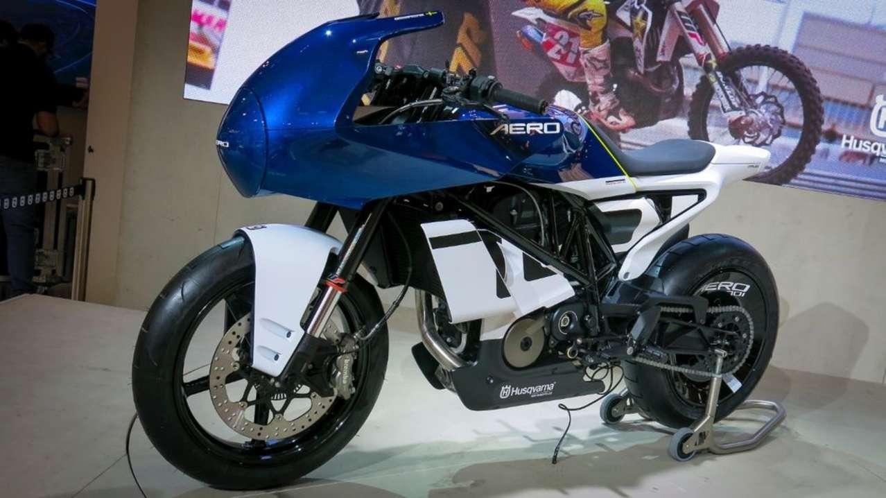 Wie seinerzeit bei der Vitpilen 401 zeigt Husqvarna heuer für die Vitpilen 701 eine Stylingversion namens Aero. Gilt noch als Studie, mal abwarten, ob wie hier bald ein entsprechendes Serienmodell begrüßen dürfen ...