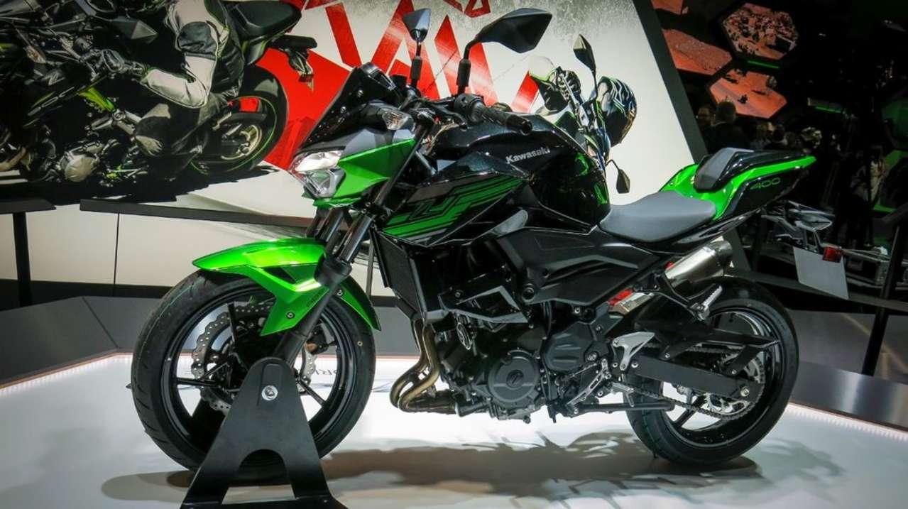 Kawasaki ist weiter fleißig und bringt nun auch in der unteren Mittelklasse ein Z-Modell auf den Markt. Die Z400 basiert auf der erfolgreichen Ninja 400 und könnte in der Naked-Bike-Liga der A2-Klasse zum Maß der Dinge werden.
