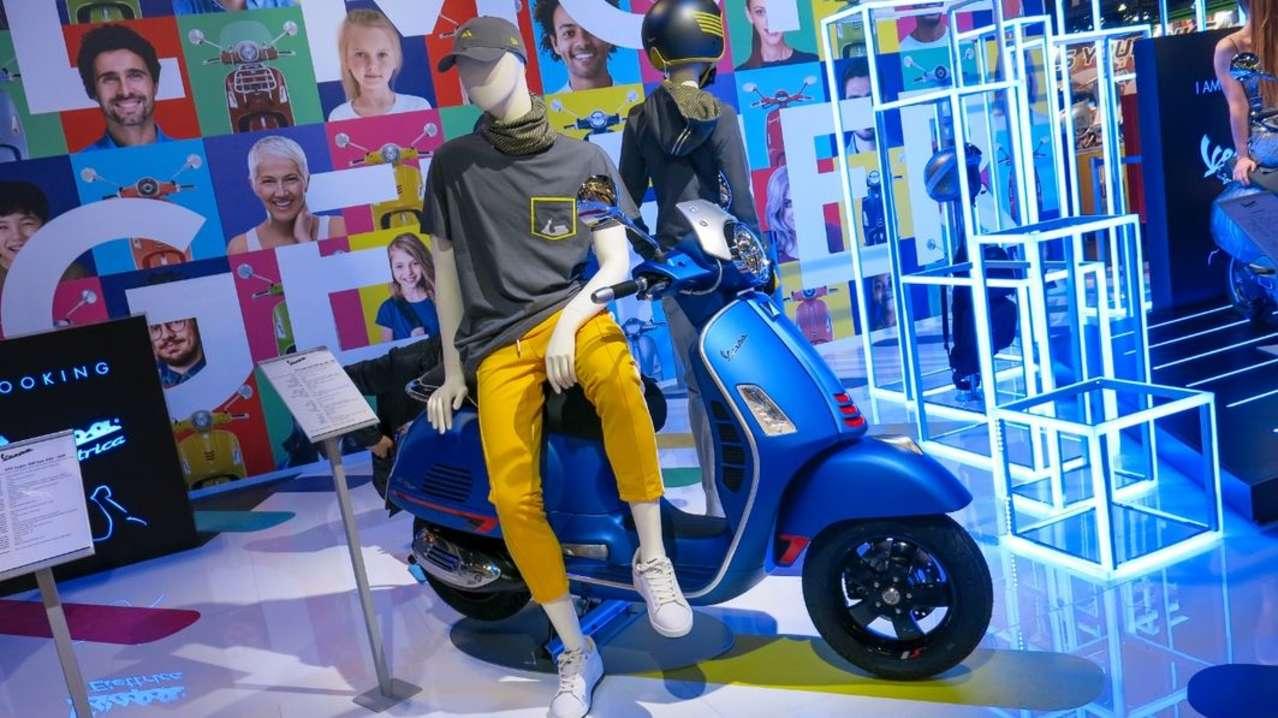 Das meistverkaufte motorisierte Zweirad Österreichs wird aufgewertet: die Vespa 300 GTS. Sie erhält dezente optische Retuschen und einen neuen 300er-Motor, der auch ein wenig stärker ist: 24 PS.