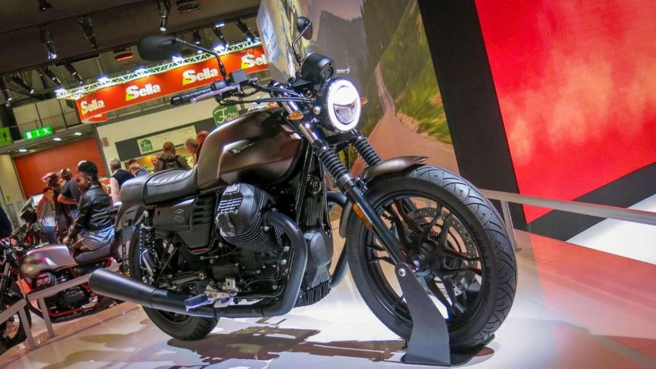 Auch die Moto Guzzi V7 III zeigt einen neuen Look: die Stone kommt in Mattbraun Metallic und mit einem LED-Scheinwerfer!