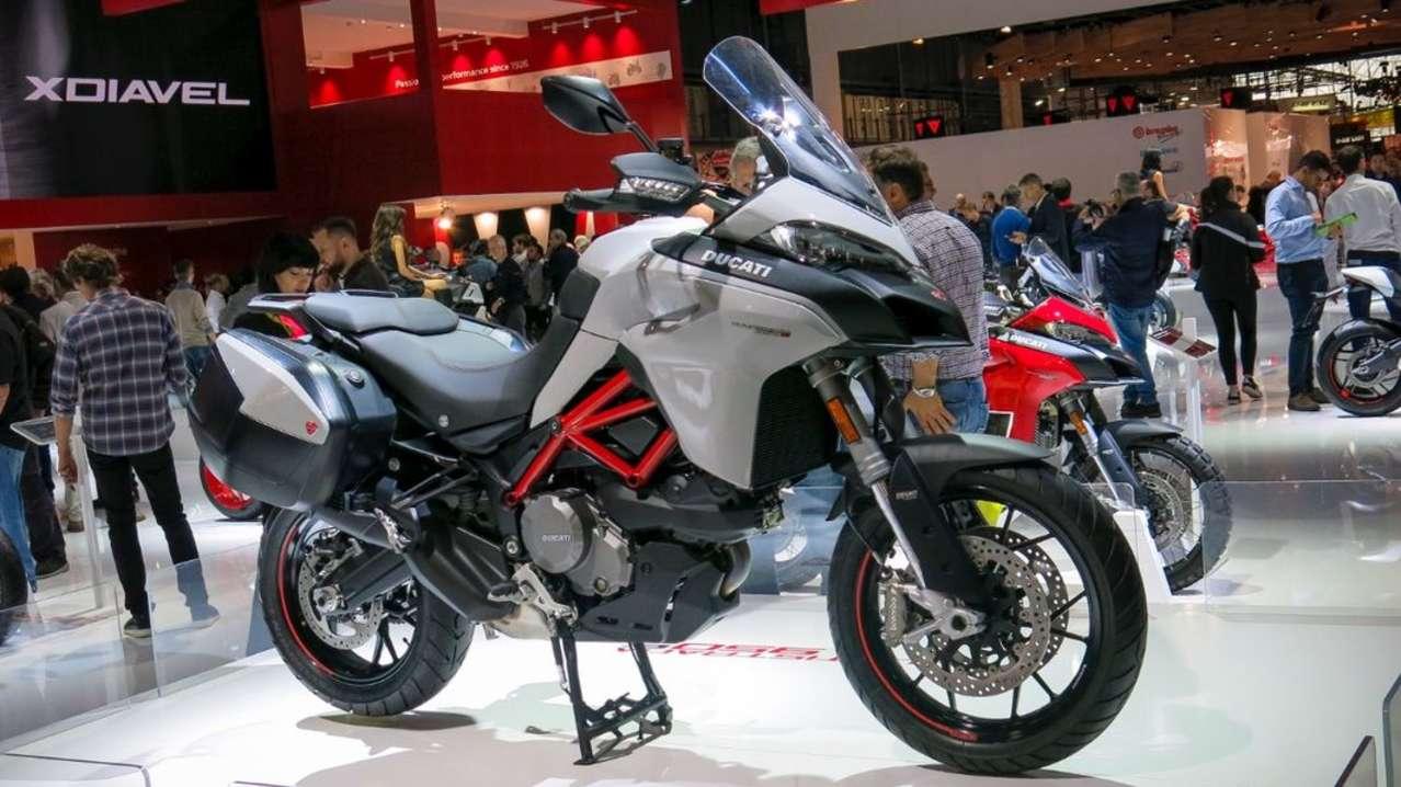 Technologie-Schub für die Ducati Multistrada 950; außerdem erhält die Mittelklasse-Reiseenduor auch eine S-Version zur Seite gestellt, die fast alle Stückeln spielt: elektronisches Fahrwerk, TFT-Bildschirm etc.