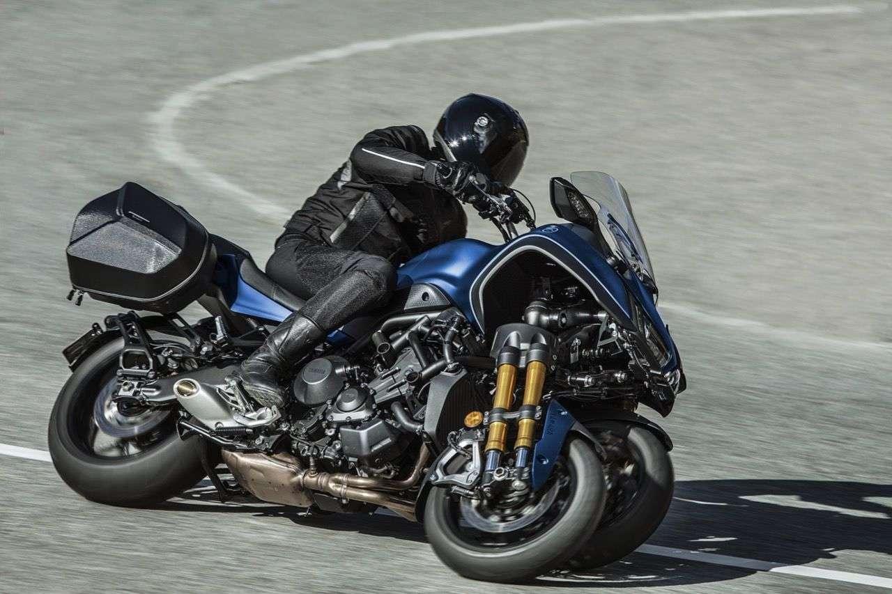 Jetzt mit hoher Scheibe und Seitenkoffern: die neue Yamaha Niken GT.