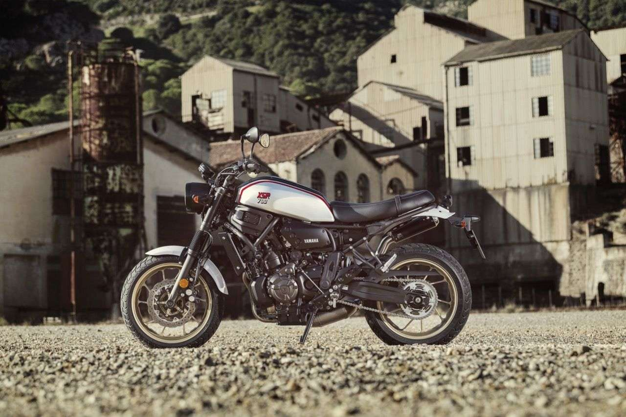 Die neue Yamaha XSR700 XTribute: eine Hommage an die geliebte XT mit Silbertank!