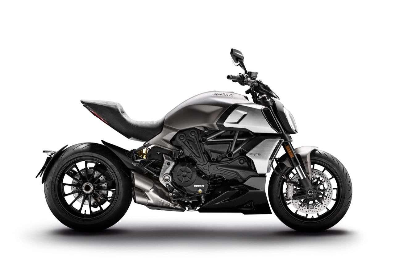 Die Basisversion der Ducati Diavel 1260: Jetzt auch mit Kurven-ABS, LED-Scheinwerfer und vielem mehr.