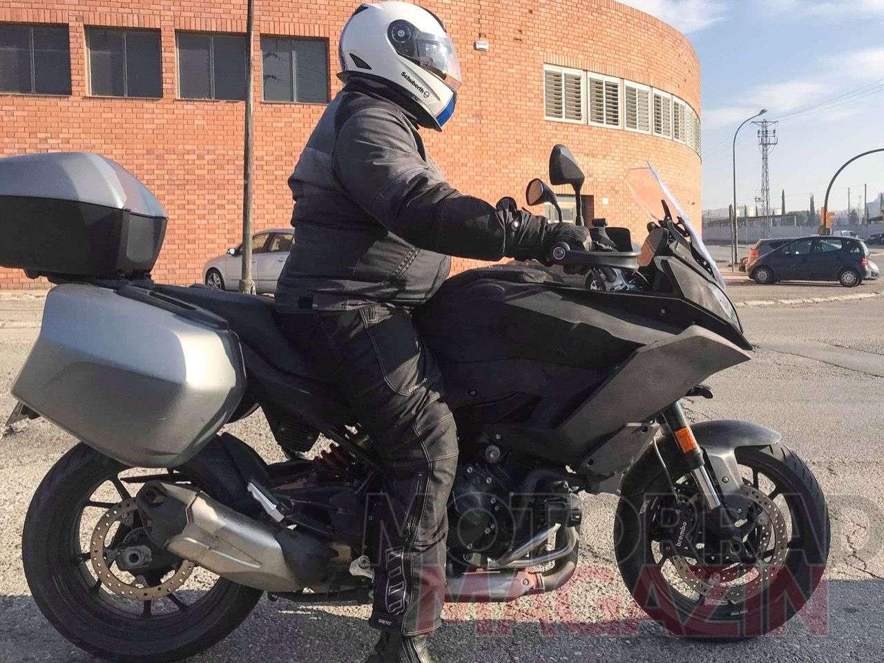 Prototyp eines neuen Mittelklasse-Sporttourers: Wahrscheinlich eine F 850 XR ... Foto © bmh-images.com