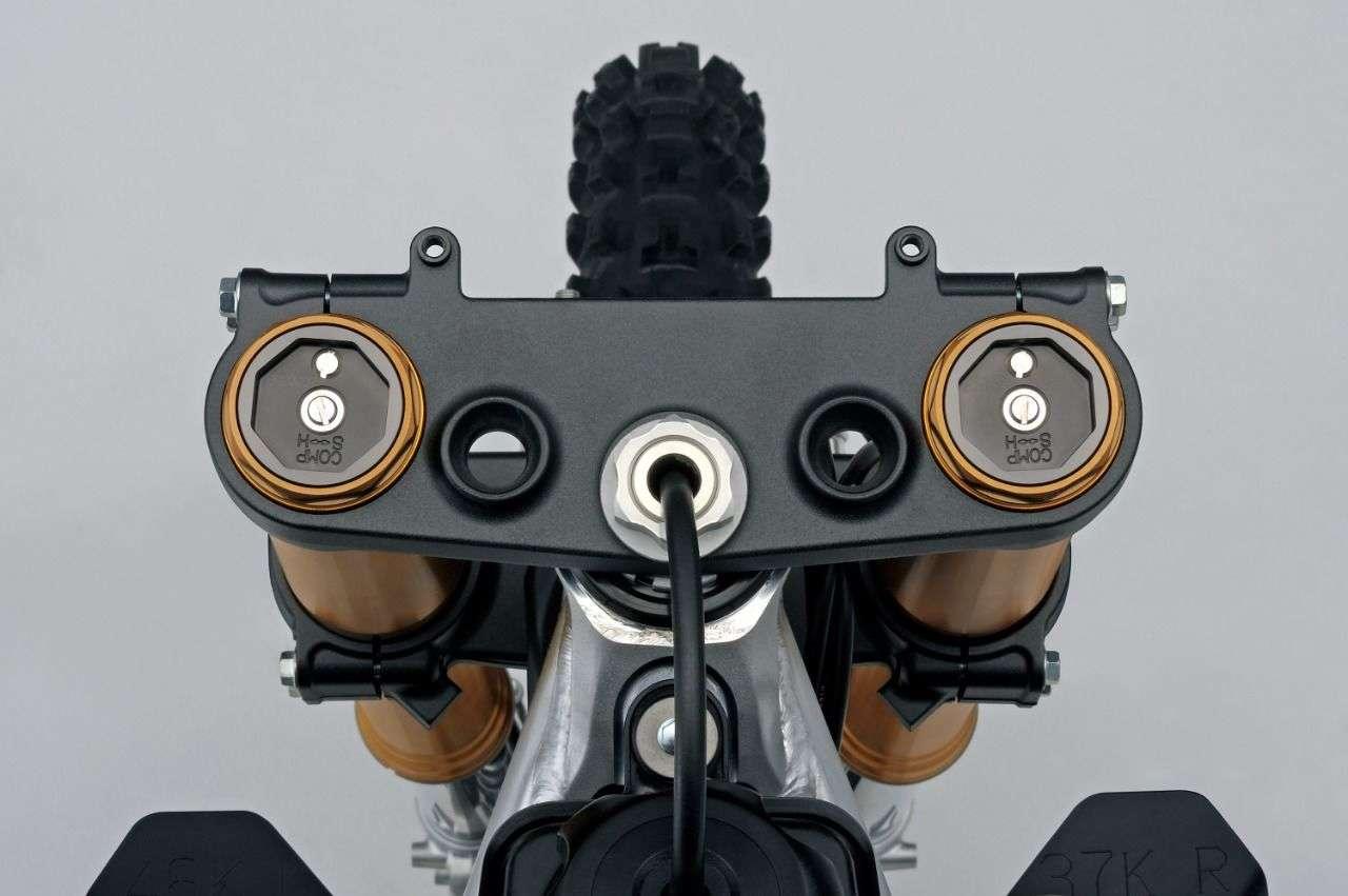 Neue Gabel, bessere Bremsen, neue Reifen, optimiertes Federbein.