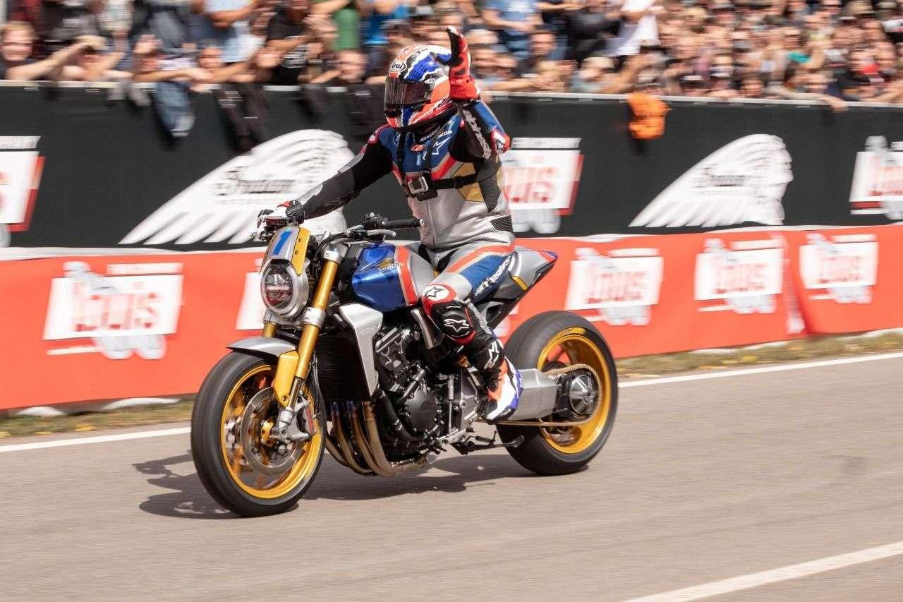 Mit einer umgebauten CB1000R nahm der fünfmalige GP-Weltmeister Mick Doohan am Sprintrennen in Glemseck teil.