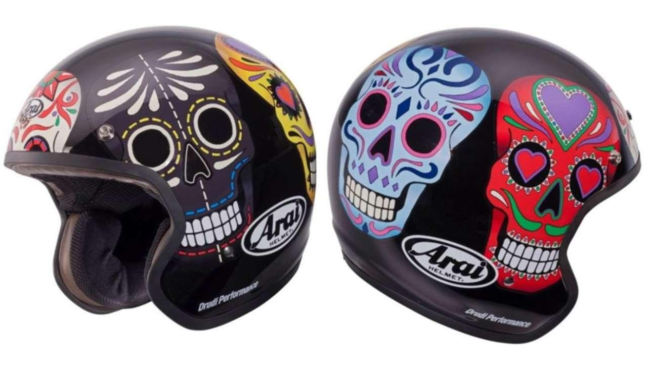 """Arai Freeway Classic Skull: Vielleicht inspiriert vom mexikanischen Fest der Toten, wie am Anfang von James Bond """"Spectre""""."""