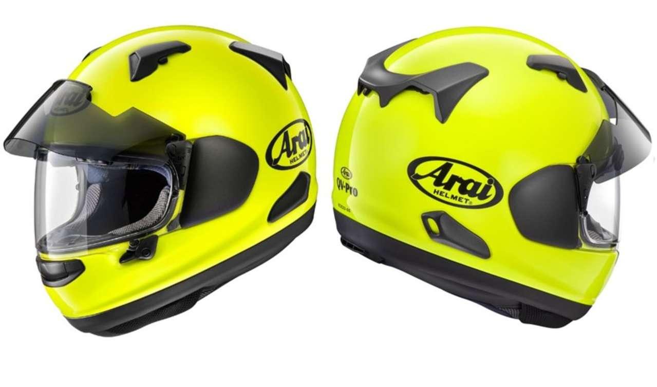 """Arai QV Pro Fluo Yellow: Es hat was, einen """"Signal""""-Helm zu tragen und sich dann aufzuführen wie ein Rowdy. Fluo fetzt!"""