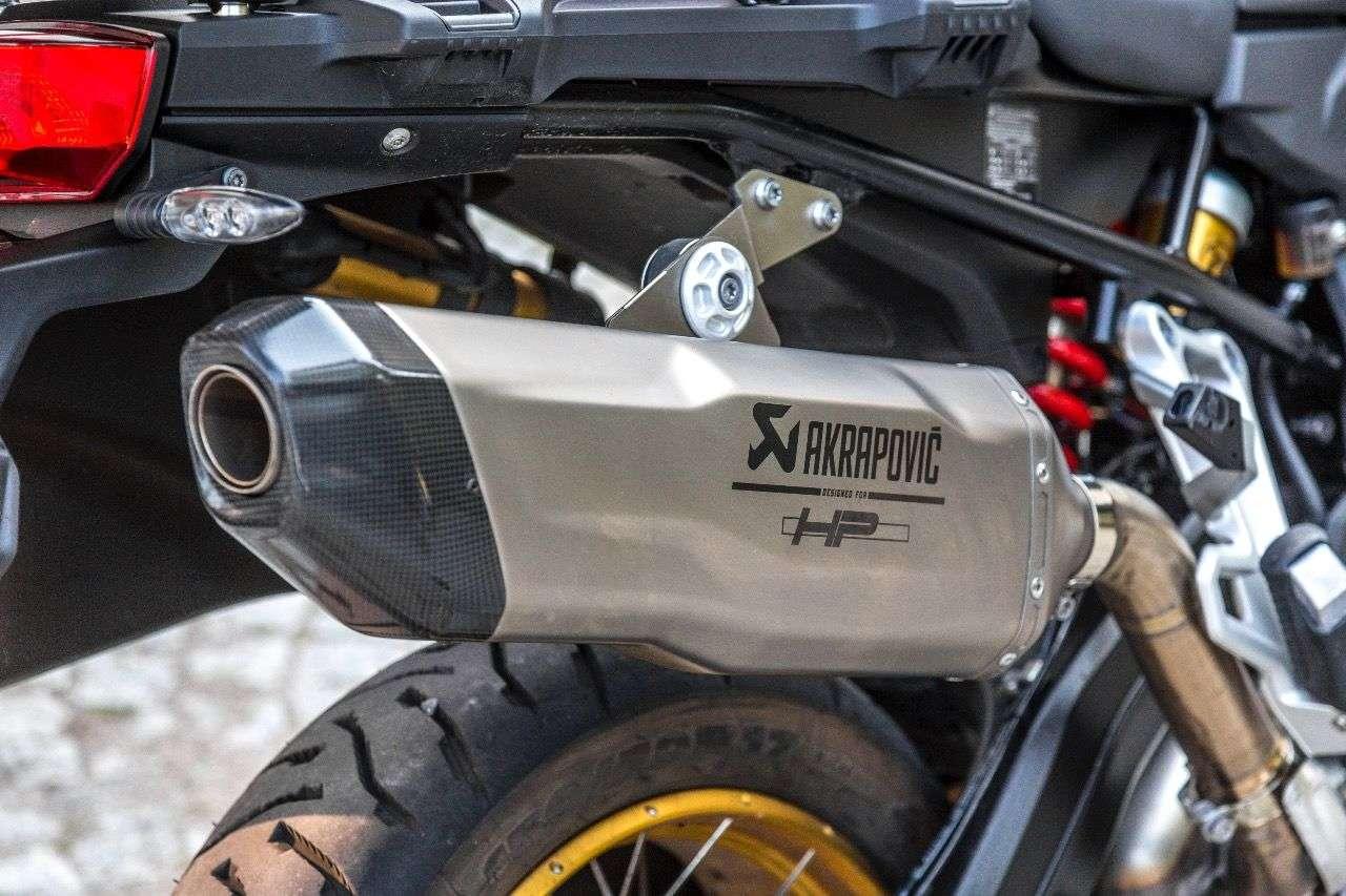 Edel und hübsch, aber nicht günstig: der HP-Schalldämpfer von Akrapovic für die BMW F 850 GS.