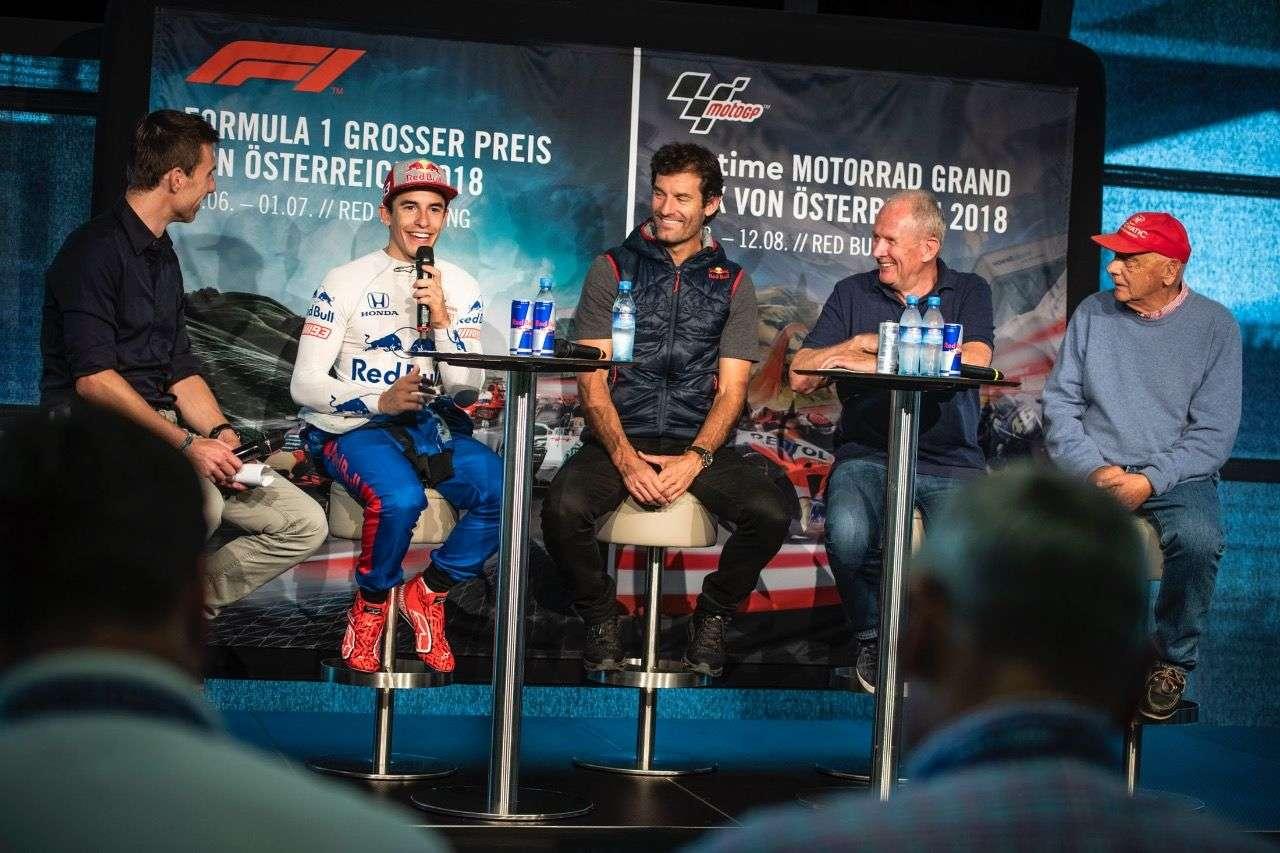 Marc Márquez mit der anwesenden Prominenz: ServusTV-Kommentator Christian Brugger, Marc Webber, Dr. Helmut Marko und Niki Lauda (v.r.)