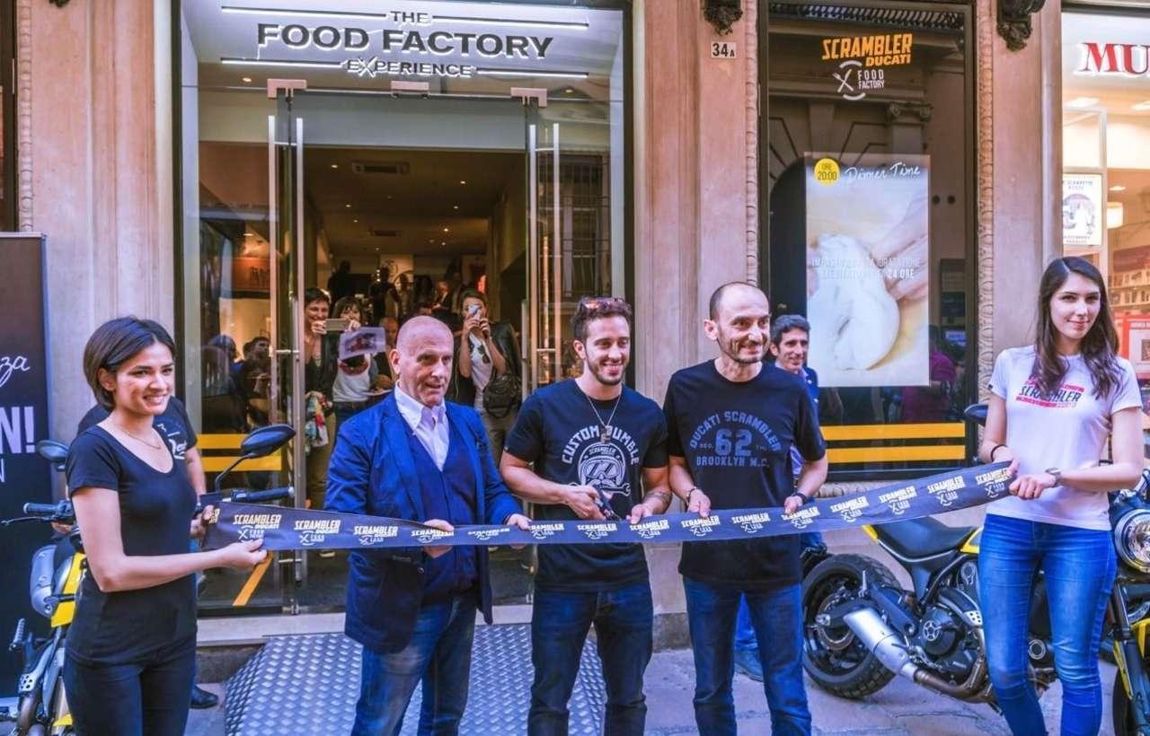 Das blaue Band wurde von CEO Claudio Domenicali und Andrea Dovizioso durchtrennt. Cordon Bleu gibt's aber keins.