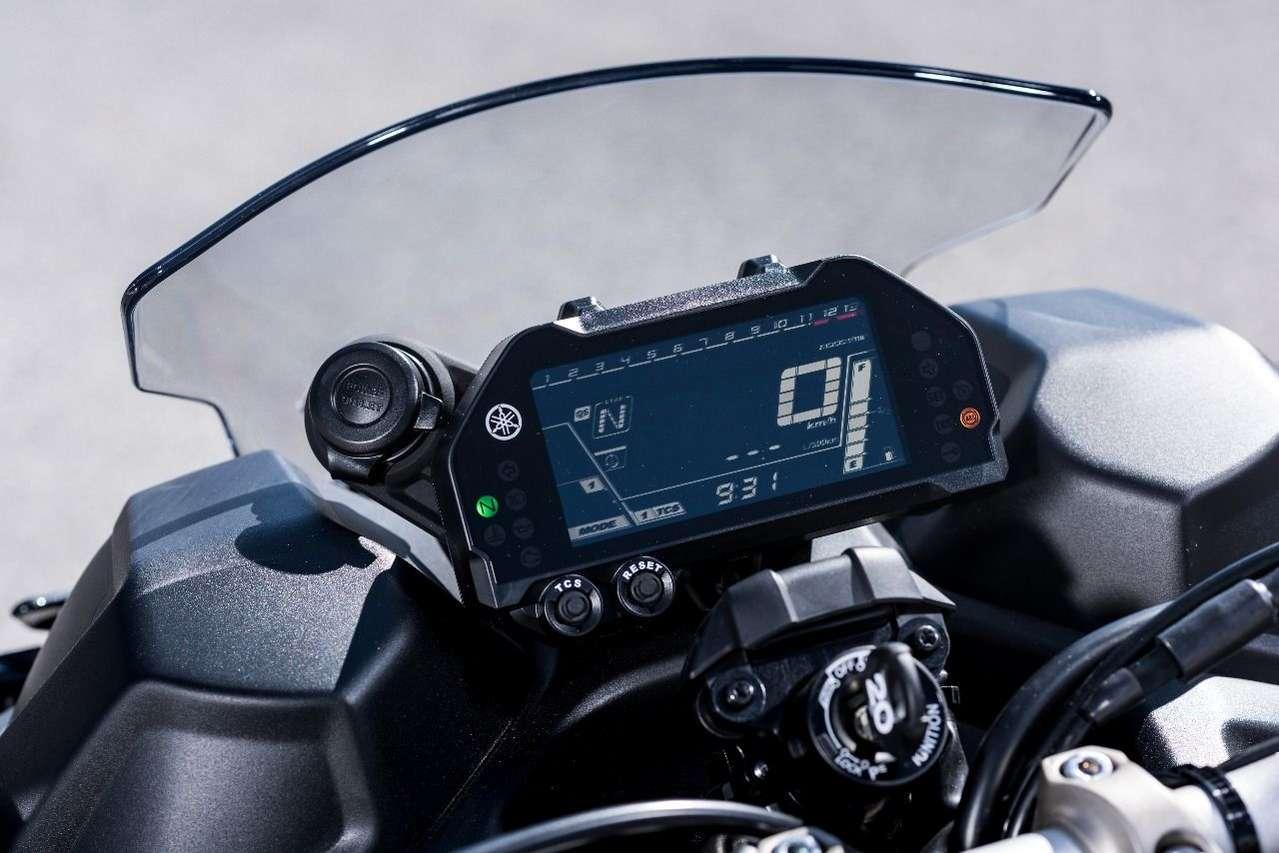 Das LCD-Cockpit ist gut ablesbar, bietet aber keine außergewöhnlichen Features.