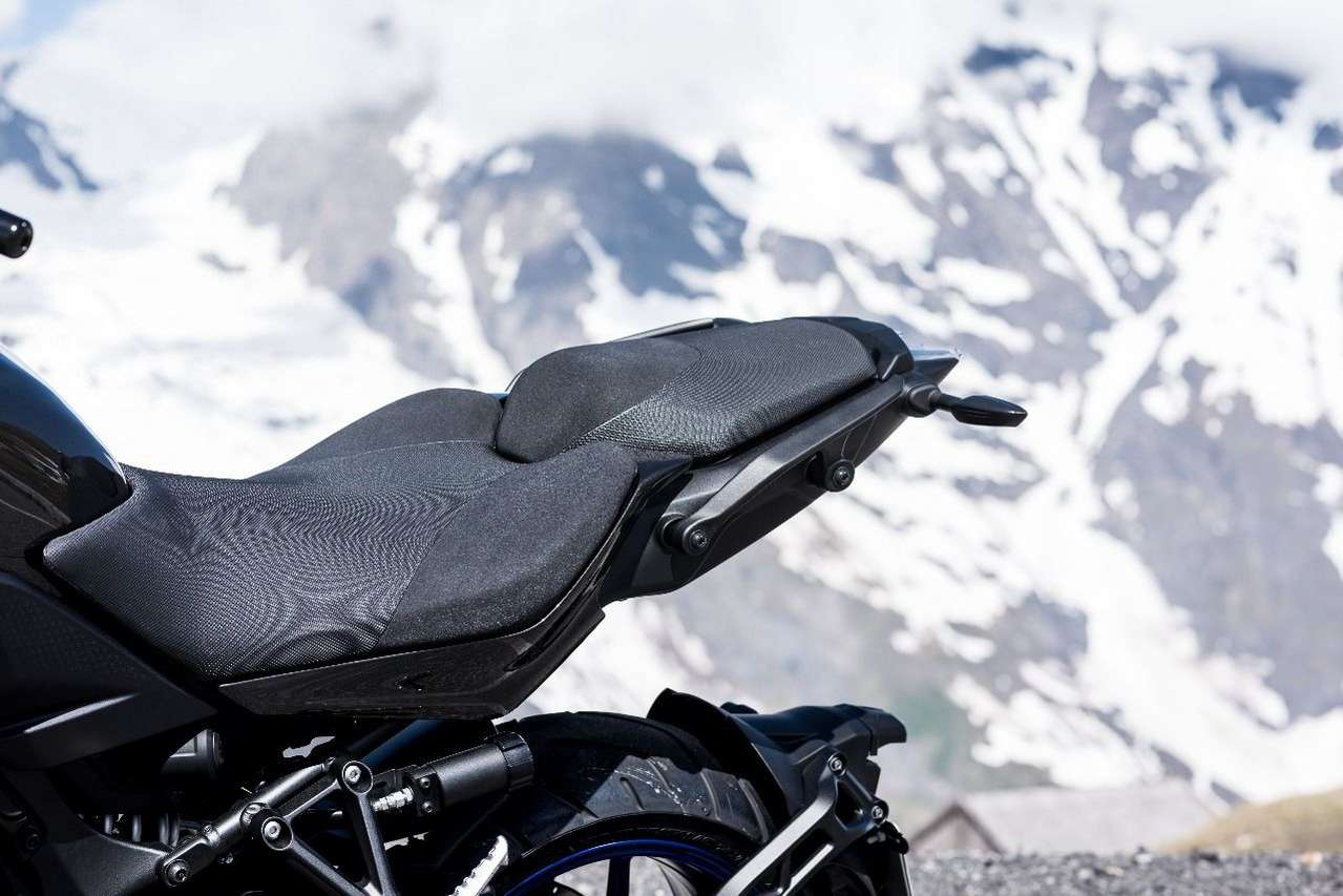 Am 820mm hohen Niken-Sattel reist es sich extrem komfortabel. Zumindest am Vordersitz.