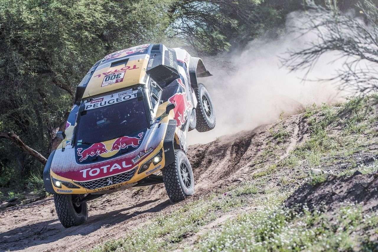 Stephane Peterhansel wird mit seinem Dakar-Auto für eine spektakuläre Einlage sorgen.