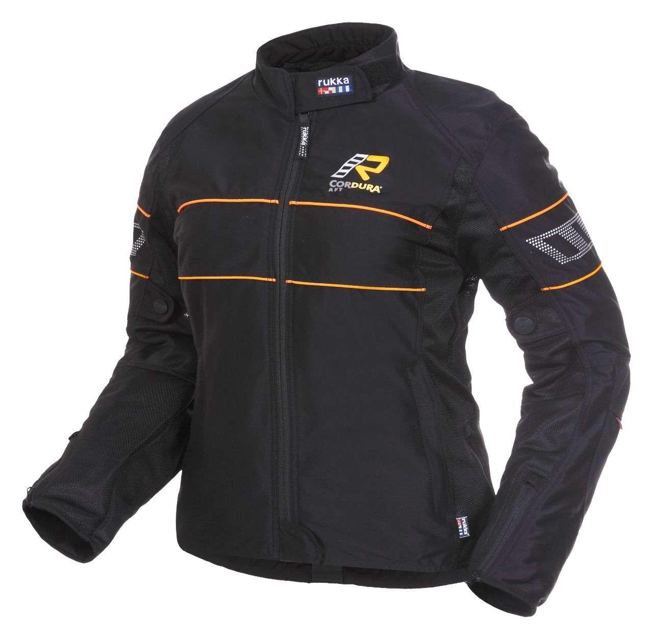 Die Jacke gibt es in den Größen 34 bis 50 und kostet 329 Euro.