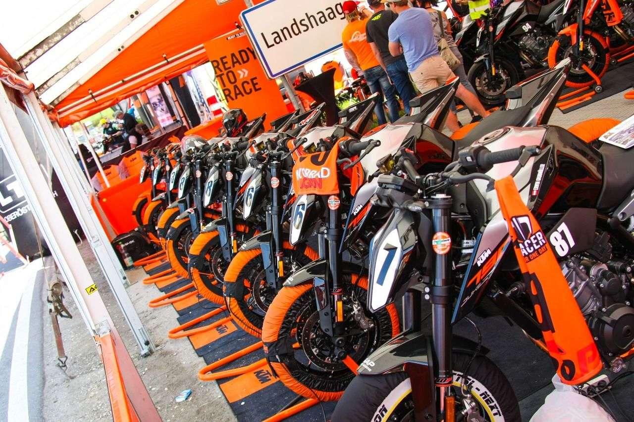 KTM kann's. Perfekte Organisation, eigenes Duke-Fahrerlager mit professioneller technischer Betreuung.