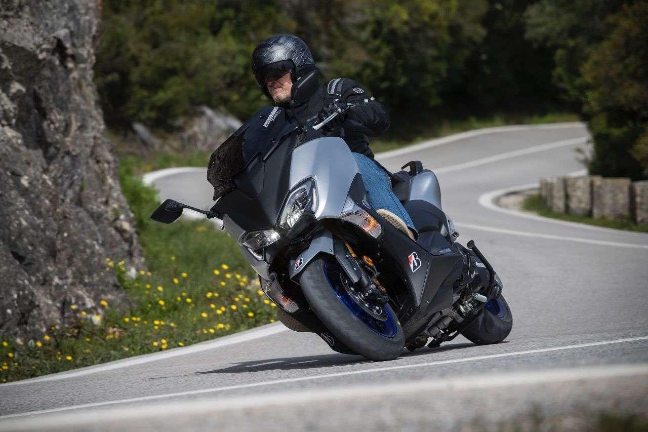 Bridgestone SC2: Flotte Sohle für schnelle, starke und große Scooter wie etwa den Yamaha TMAX SX.