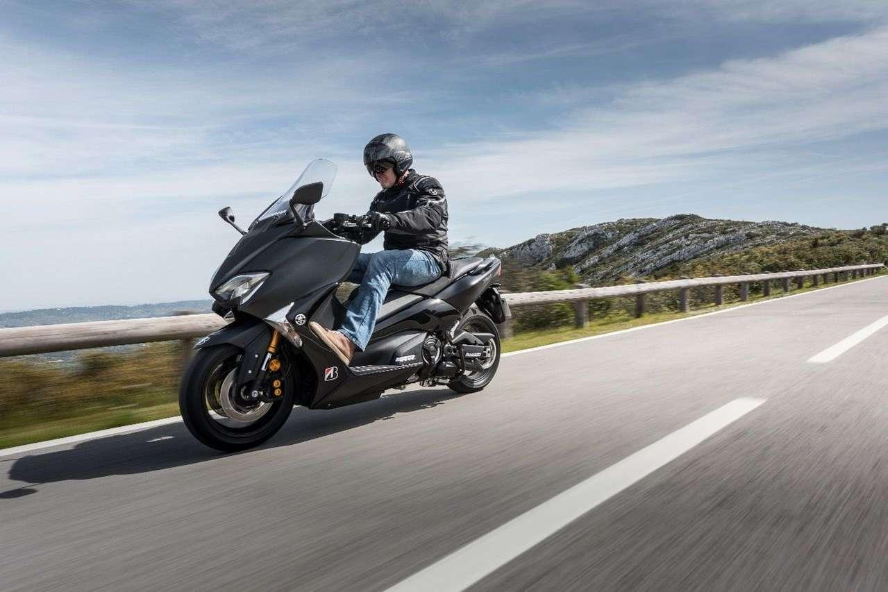 Bridgestone SC2 Rain: Perfekt für touren- und alltagstaugliche Roller wie den Yamaha TMAX DX.