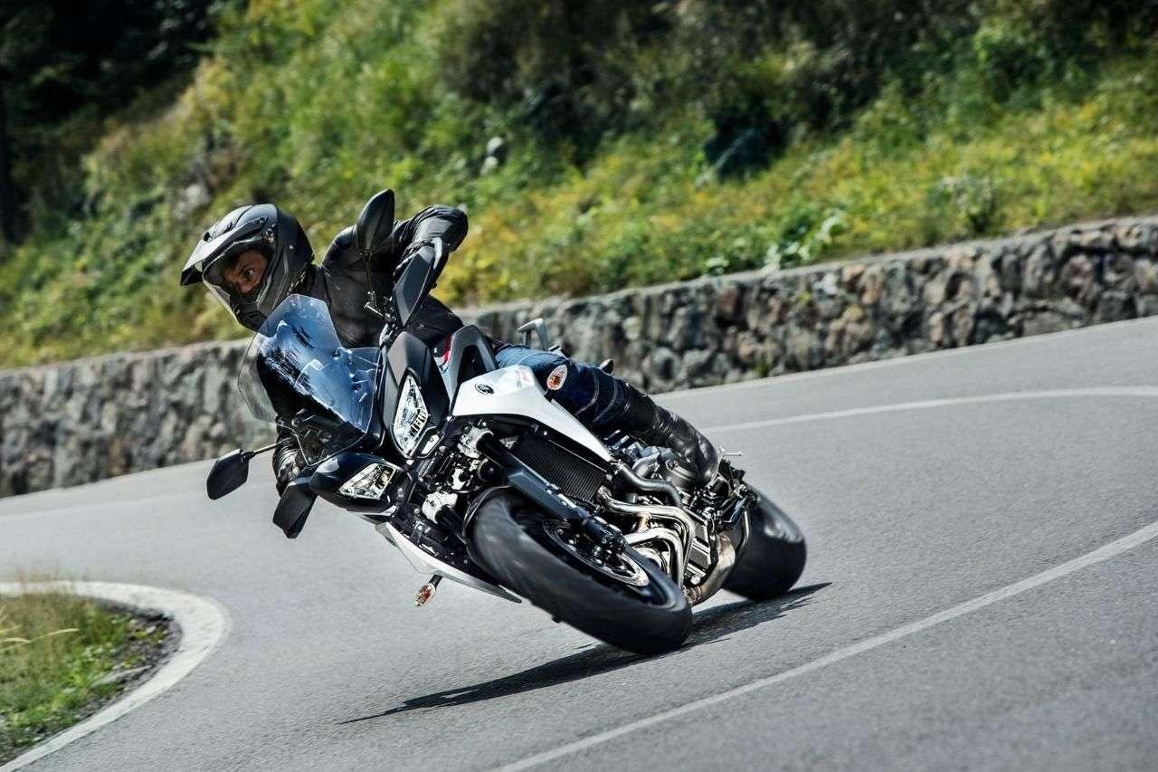 Die Yamaha Tracer 900 GT wie sie sich am wohlsten fühlt: im sportlichen Toureneinsatz.