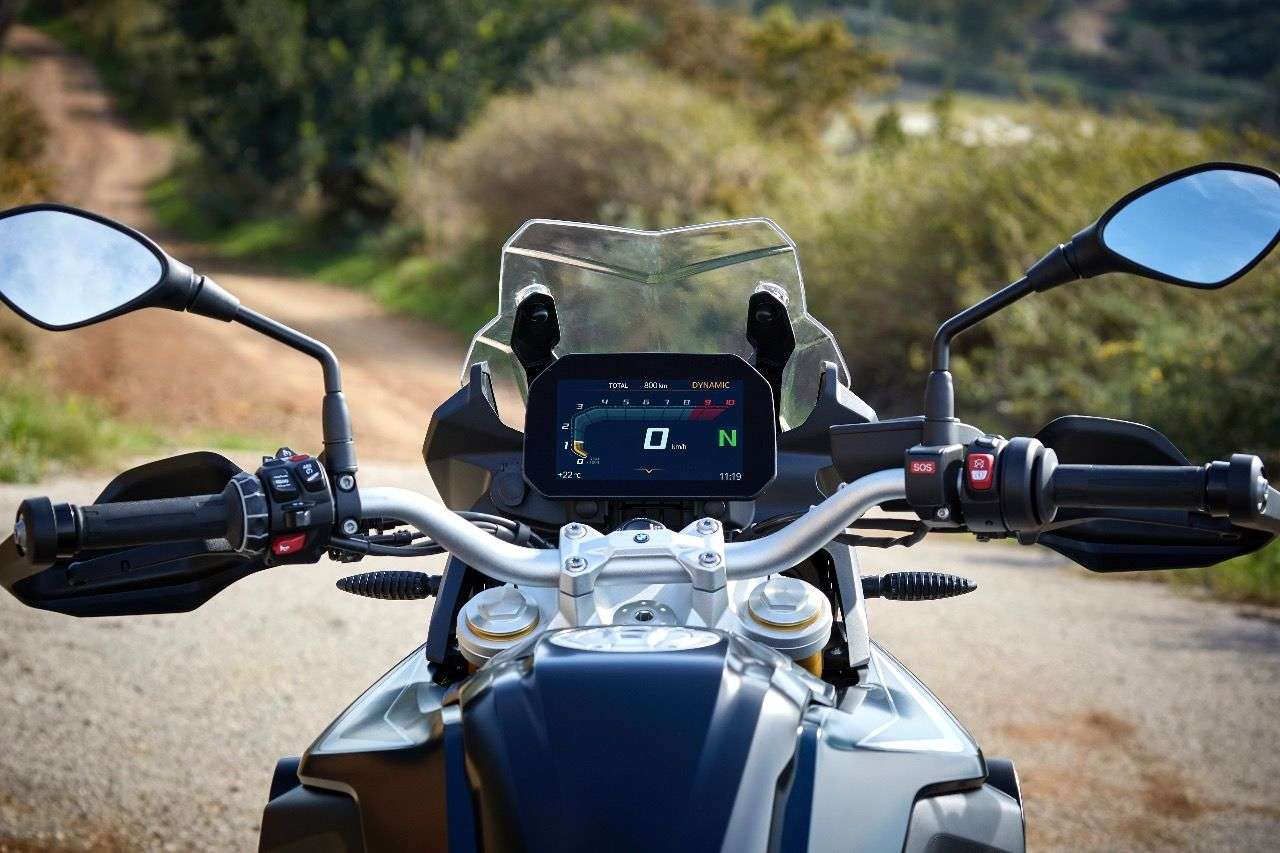 Das Connectivity-Display an der neuen F 850 GS ist ziemlich dominant, erfüllt seine Aufgabe aber exzellent.