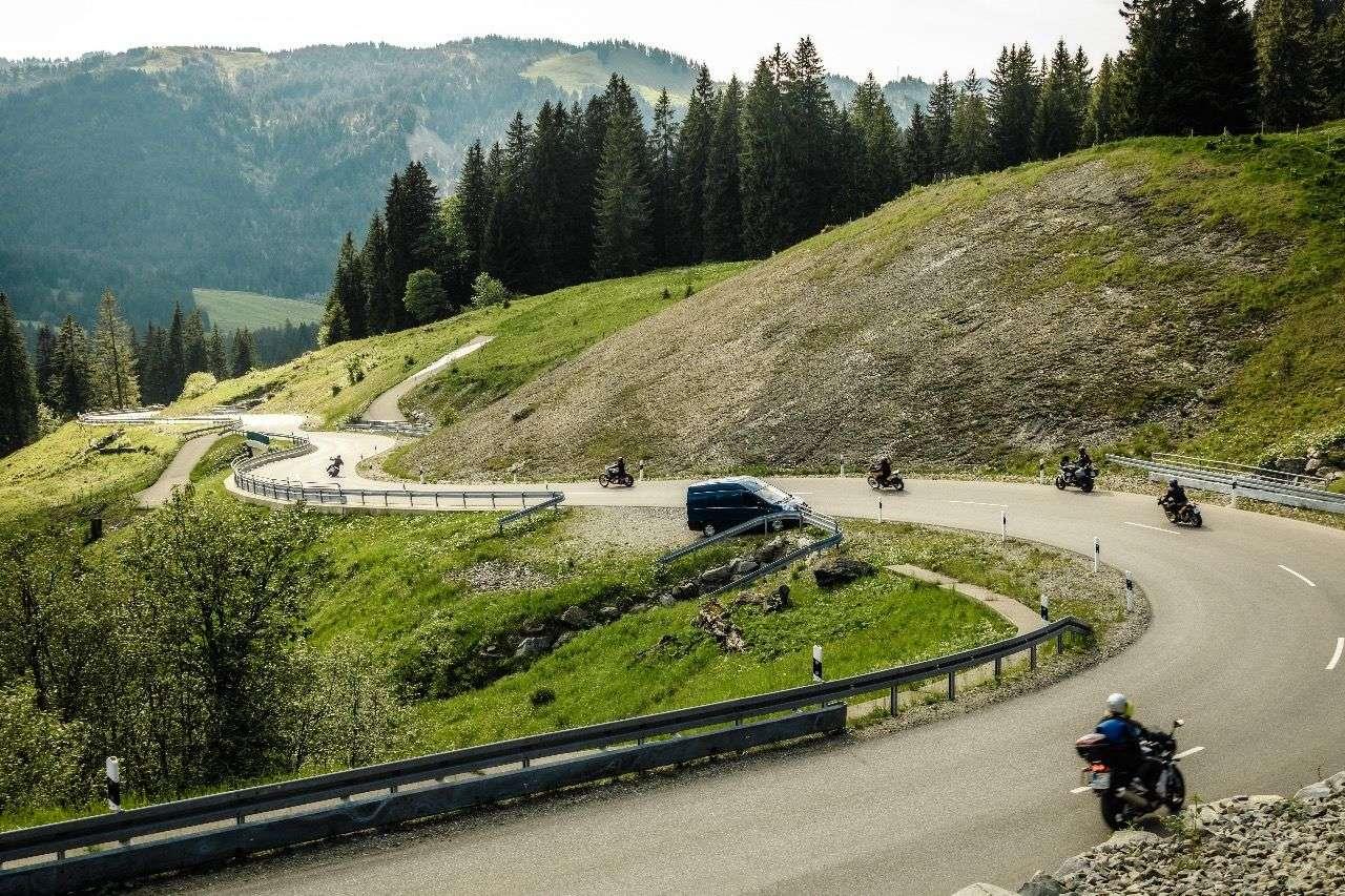Motorrad-Aus für beliebte Bergstrecken? Nicht ohne Gegenwehr! Foto © Jürgen Skarwan