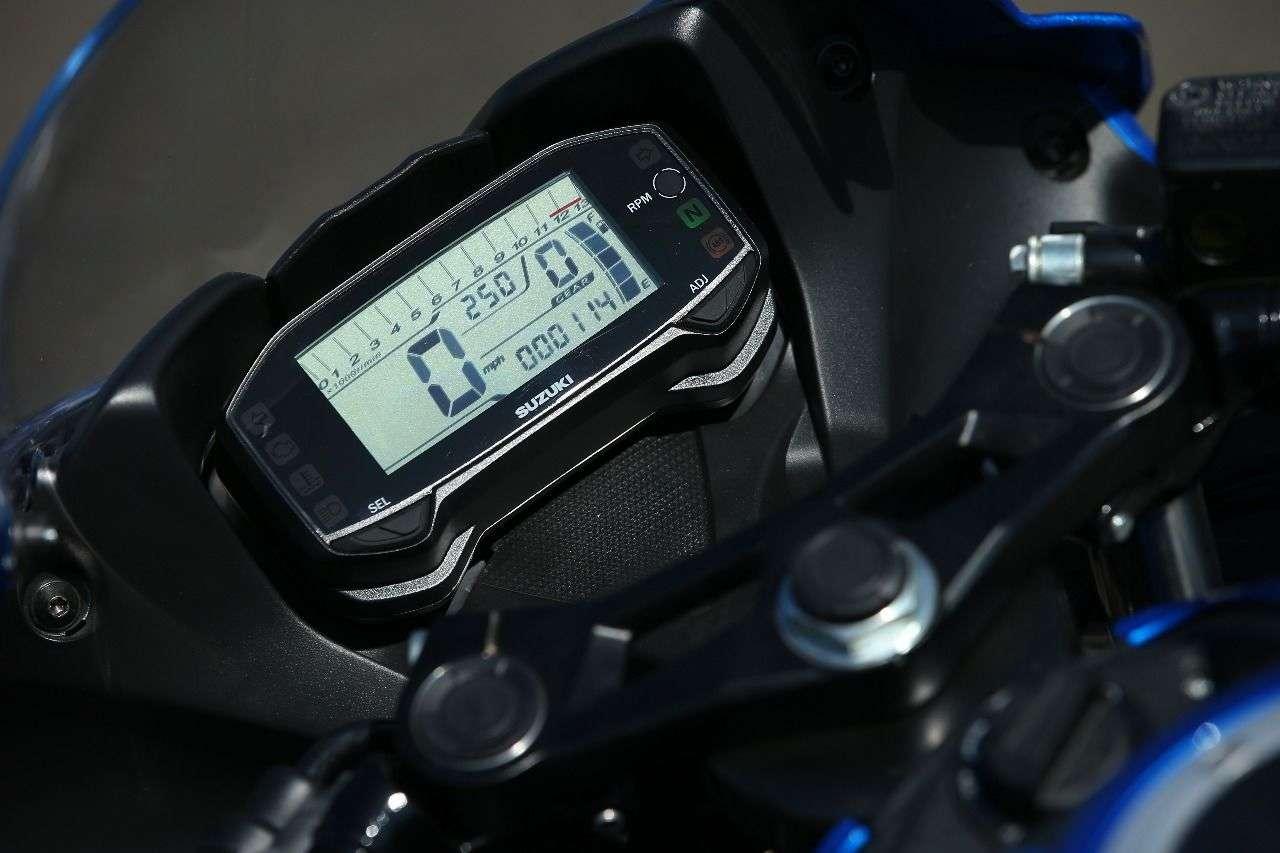 Solide Massenware: das übersichtliche LCD-Instrument