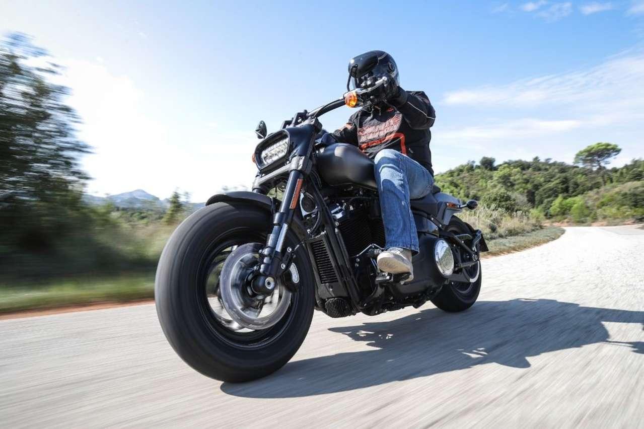 Mächtiger Fußabdruck: Harley-Davidson Fat Bob 2018.