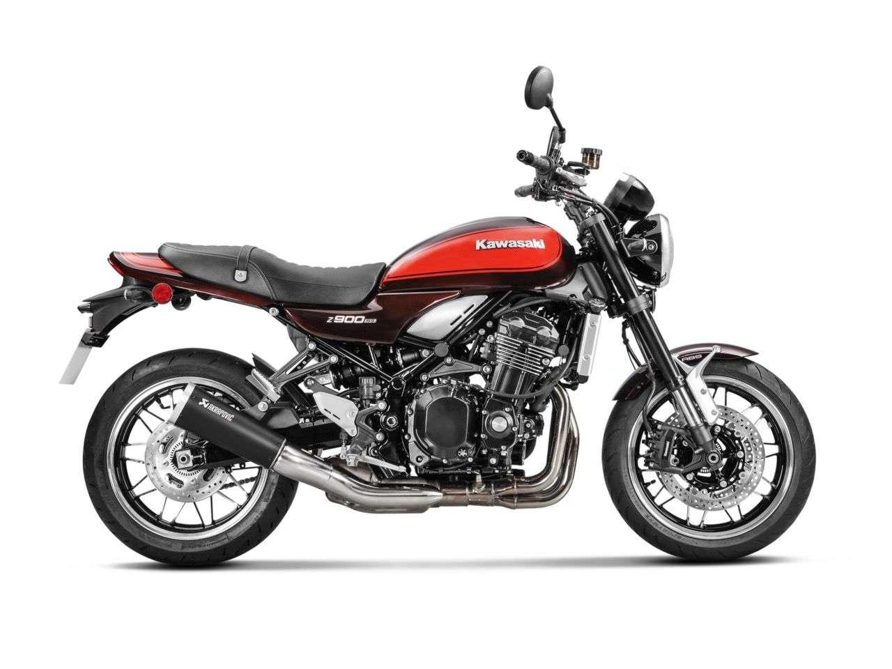Kawasaki Z900RS mit Akrapovic Slip-on Titanium.