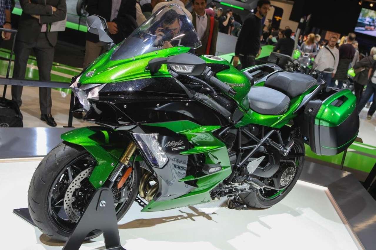 Kawasaki Ninja H2 SX: Kompressorgeladene 210 PS fürs Touren.