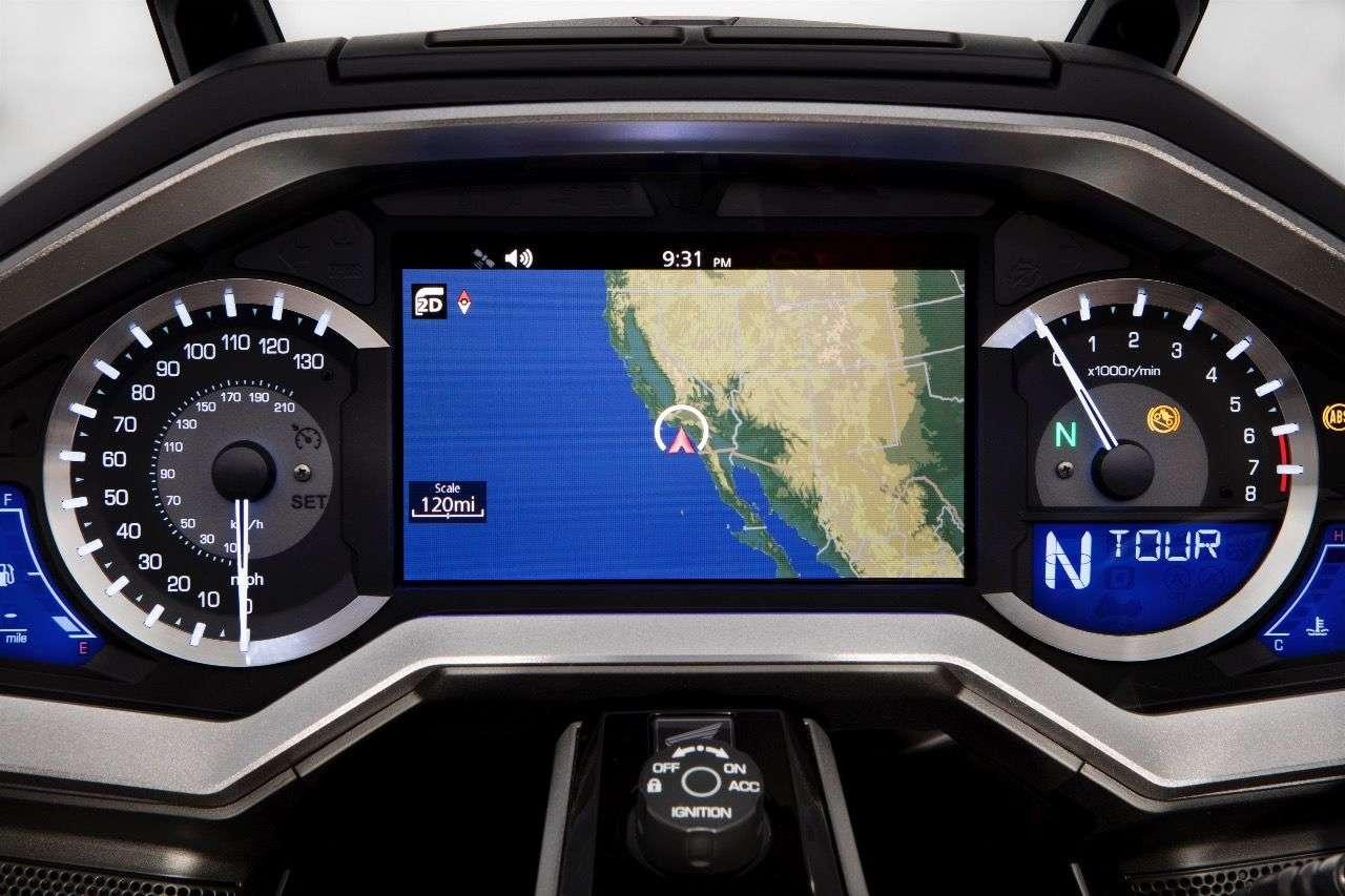 Honda Gold Wing 2018: Wunderschönes Cockpit mit sieben Zoll großem TFT-Display im Zentrum.
