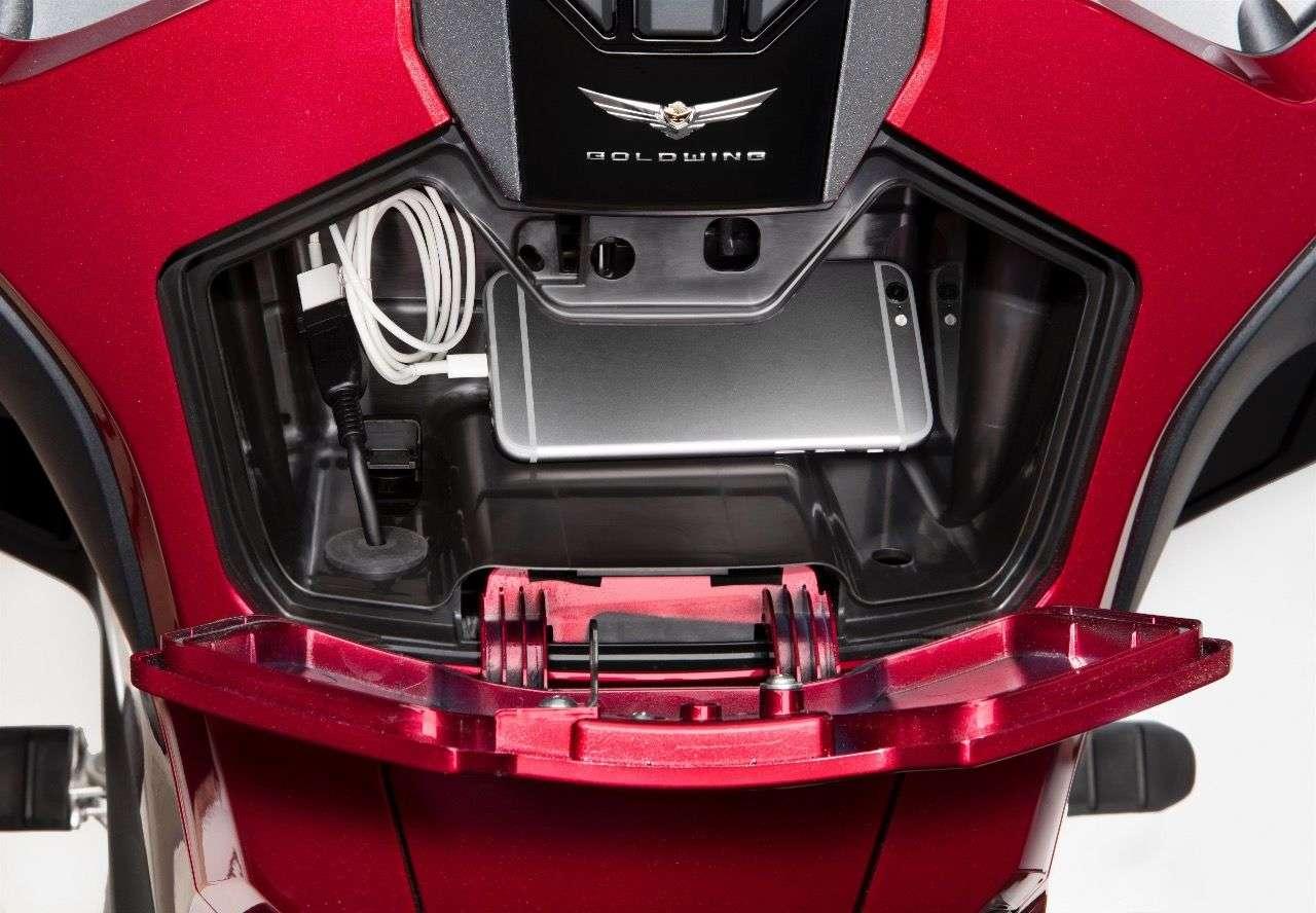 Auch nicht unpraktisch: Versionen der Honda Gold Wing ohne Airbag verfügen über einen Stauraum im Tankbereich.