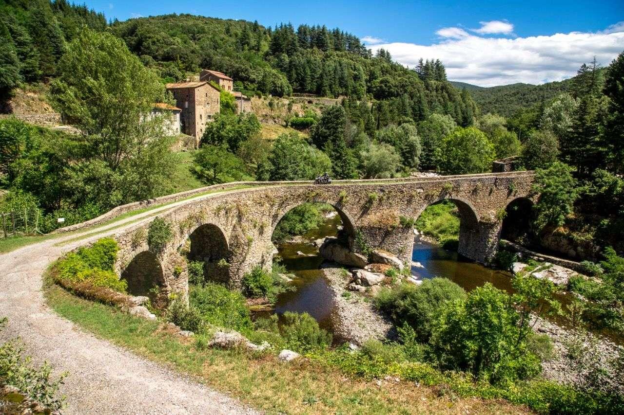 Noch einmal Südfrankreich: Steinbrücke in den Cevennen über den Hérault, nahe Vallerauge.