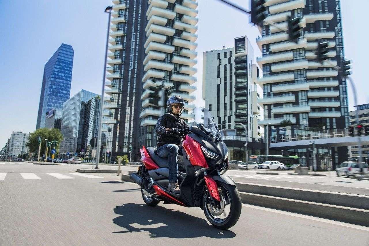 Von den großen Brüdern kaum zu unterscheiden: der neue Yamaha X-MAX 125.
