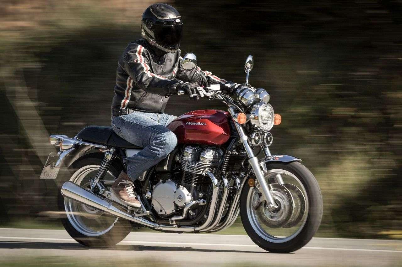 Honda CB1100EX: Ein edler Klassiker, der nicht nur ältere Motorradfahrer ins Schwärmen bringt. Ewig geil: die vier Auspuffkrümmer.