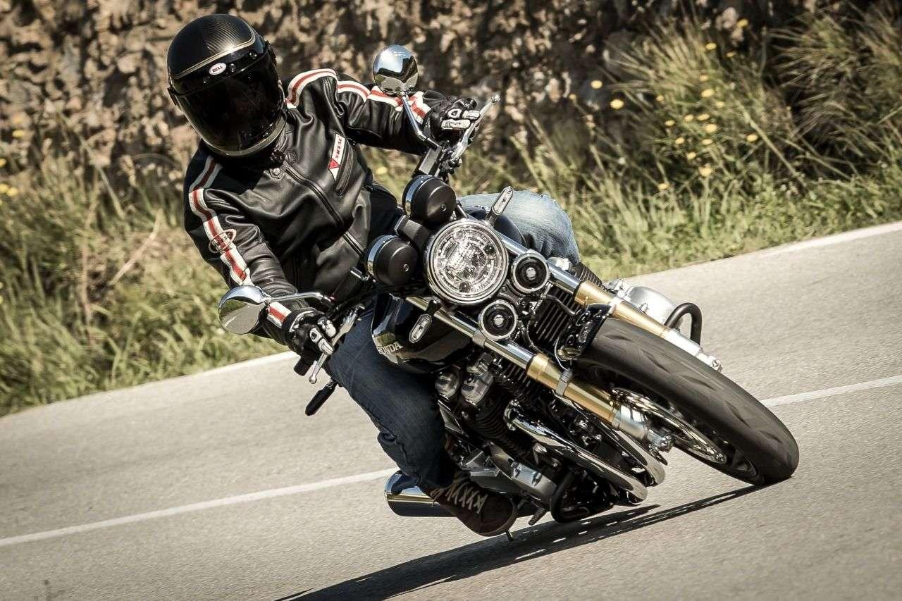 Honda CB1100RS: Neu hinzugekommene Version mit forcierter Sportlichkeit und reduziertem Chromanteil. Entspricht dem aktuellen Zeitgeist.