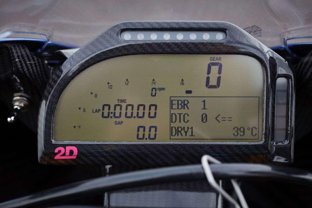 Racing-Technologie auch beim Dashboard: Hier lässt sich alles ablesen und später auch auslesen.