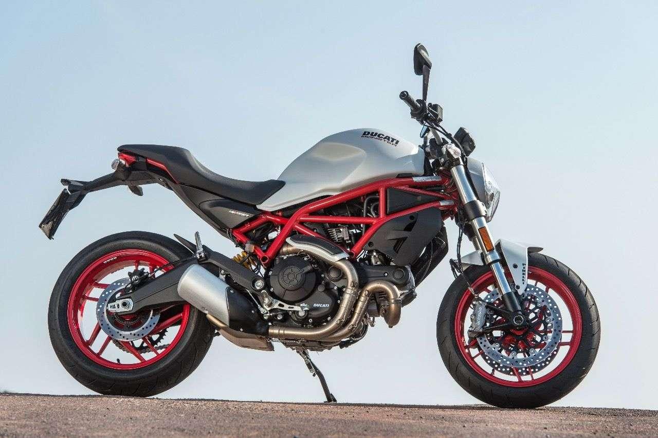 Ducati Monster 797 – eine echte Monster, mit allem, was die Baureihe ausmacht: luftgekühlter Motor, durchgehender Gitterrohrrahmen, muskulöser Tank. Herrlicher Purismus!
