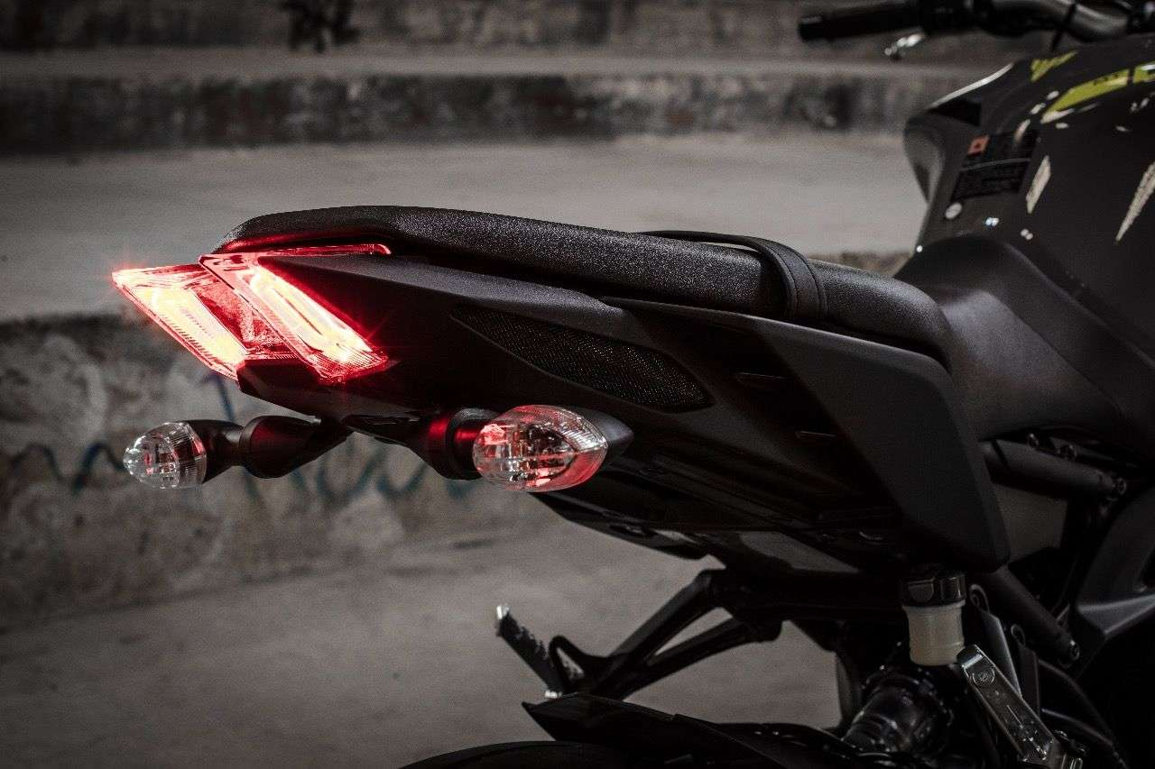 Elegant und der den Sattel gezogen: Die LED-Heckleuchte der neuen MT-09.