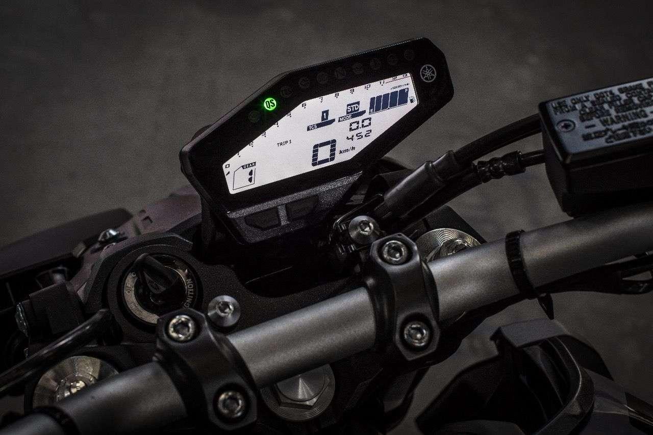Das Level der Fraktionskontrolle und der gewählte Fahrmodi lassen sich selbst am kompakten Display der MT-09 leicht ablesen.