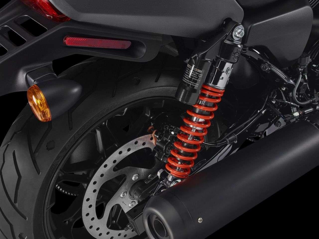 Federbeine mit Ausgleichsbehälter bringen mehr Federweg, allerdings auch eine um 55 auf 765 Millimeter gewachsene Sitzhöhe.