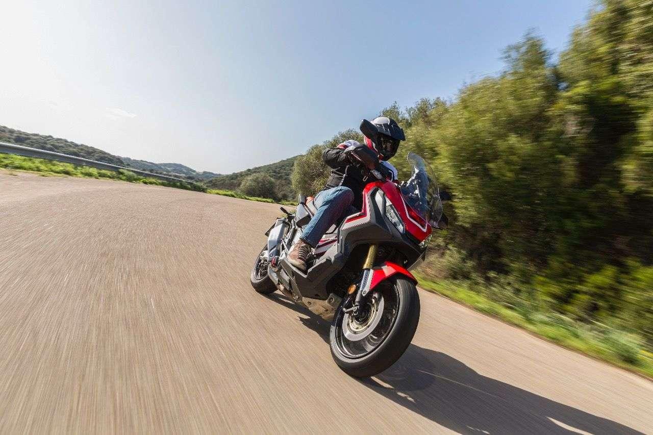 Jeweils eine Prise Scooter, Motorrad und Abenteuer – alles zusammen ergibt den Honda X-ADV.