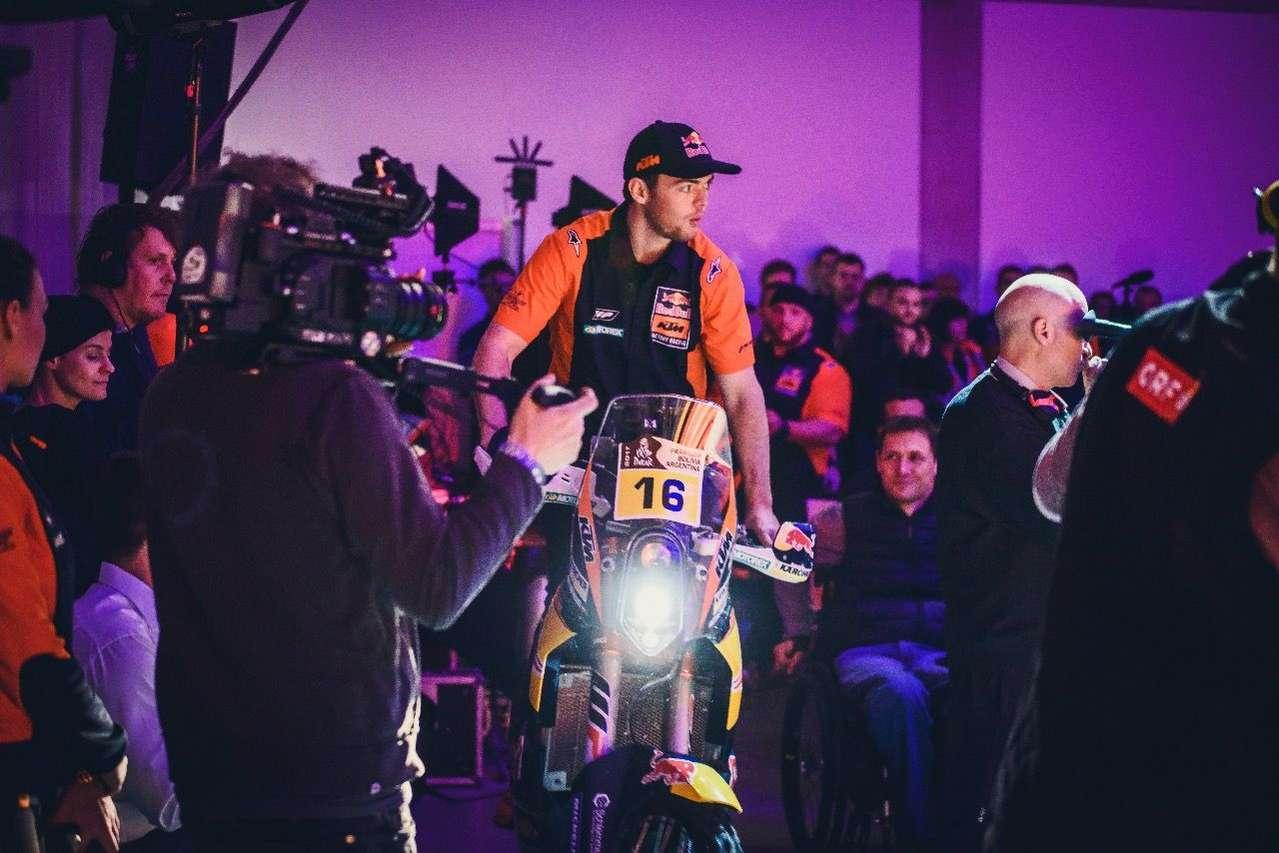Ehrengast zur Eröffnung: Matthias Walkner auf seiner Dakar-KTM. Auch Sieger Sam Sunderland war natürlich vor Ort.