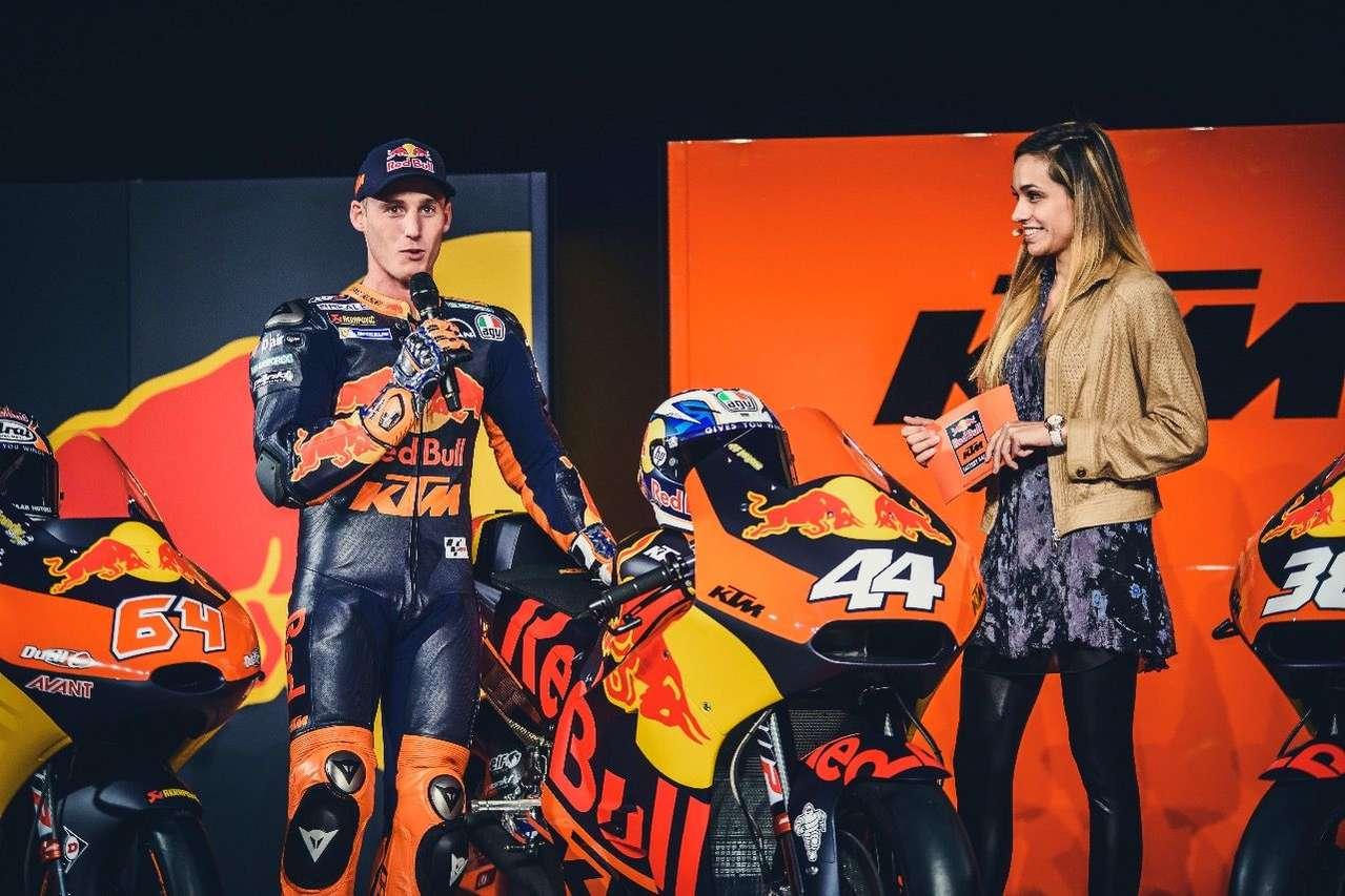 Der neue KTM-Werksfahrer Pol Espargaro im Interview mit ServusTV-Beauty Andrea Schlager.