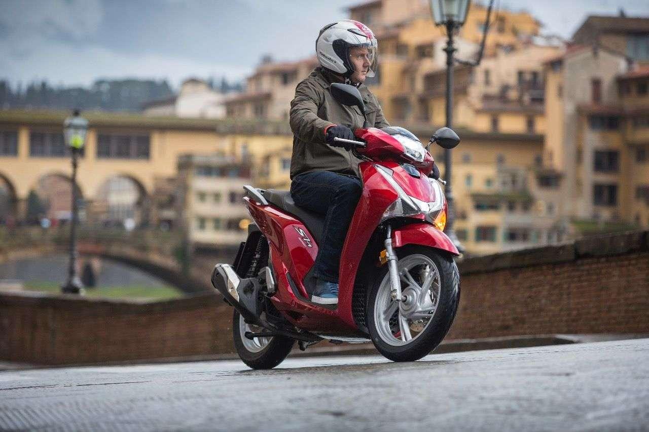 Honda SH125i: Für 2107 nochmals verfeinert und mit mehr Ausstattung!