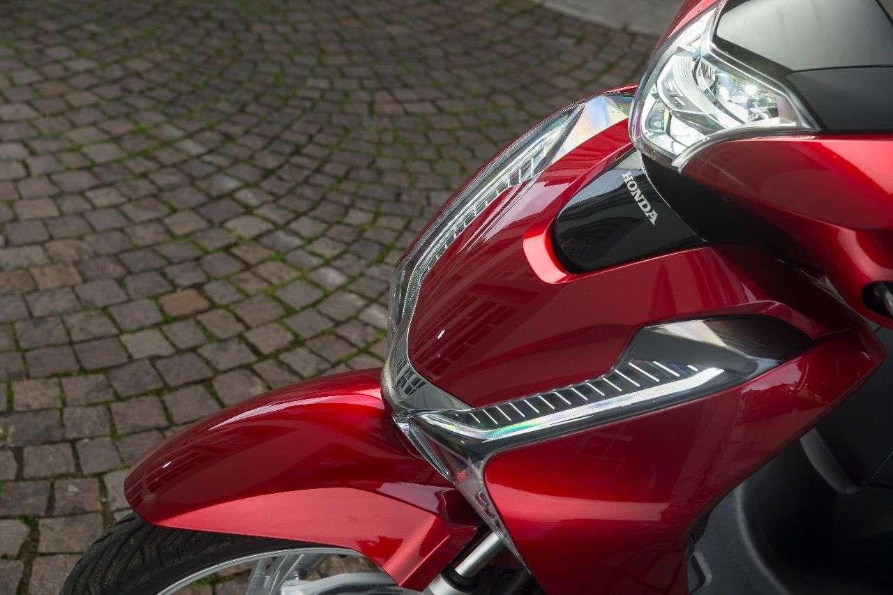 Die wichtigsten News beim neuen Honda SH125i: Die LED-Beleuchtung und ...