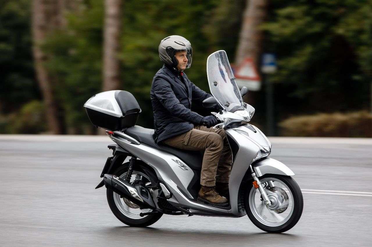 Honda SH150i: Etwas mehr Hubraum, etwas mehr Leistung –für alle, die nicht an den 125er-Schein gebunden sind.